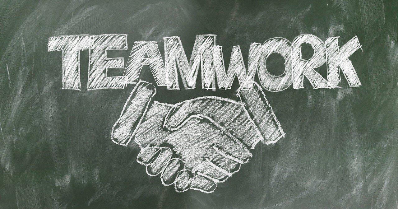 shaking hands, handshake, teamwork-2499618.jpg